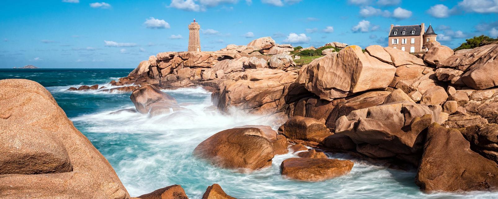 Une plage rocailleuse de Bretagne